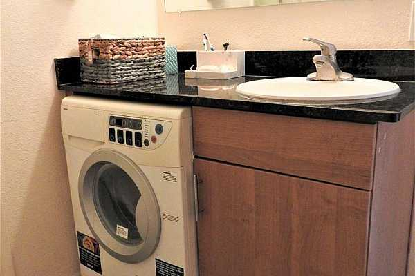 Photo #5 mccormick place new washer dryer bathroo
