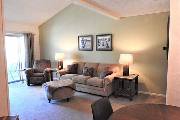 Photo #4 mccormick place living room