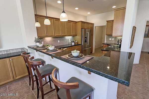 Photo #4 Spacious Kitchen with Breakfast Bar
